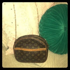 Authentic Salinas Louis Vuitton Shoulder Bag Purse